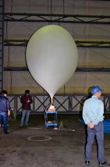 実験機器、ゴム気球で打ち上げ JAXAが大樹で実験  3