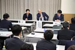 宇宙政策の方向や大樹町での取り組みを紹介した松井氏、稲谷氏、稲川氏(左から)