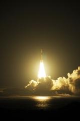 「こうのとり」6号機の打ち上げ2(12月9日、三菱重工、JAXA提供)