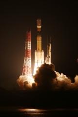 「こうのとり」6号機の打ち上げ3(12月9日、三菱重工、JAXA提供)