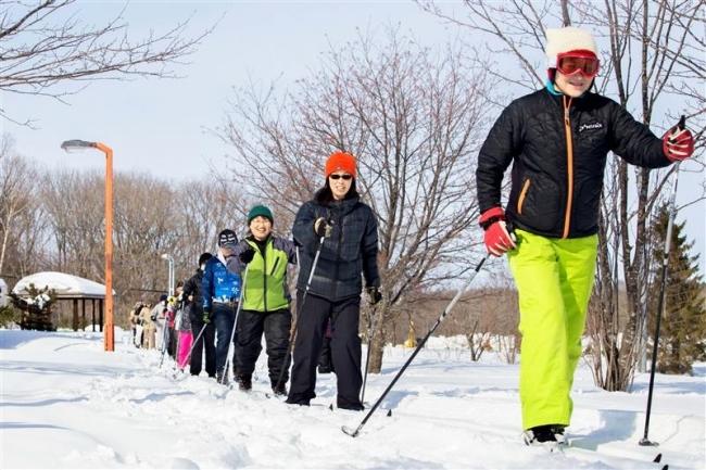 歩くスキー心地よく 運動公園コースで教室 大樹