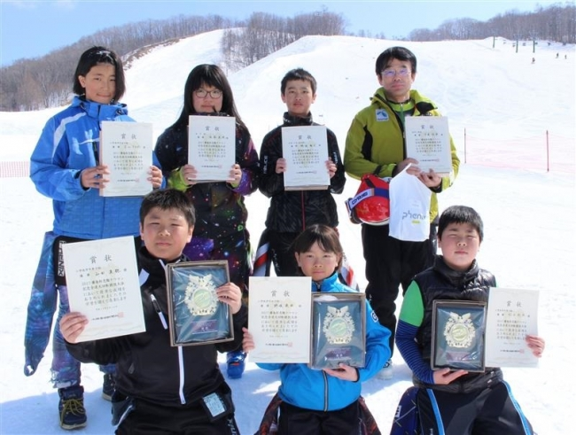 忠類で初の勝毎杯スキー大会 小学低学年山田、野坂V