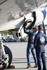 整備、点検は3人のパイロットが行う