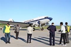航空輸送に革命を起こしたといわれるDC-3に多くの関係者が見入った