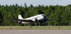 ゆったりと着陸するブライトリングDC-3