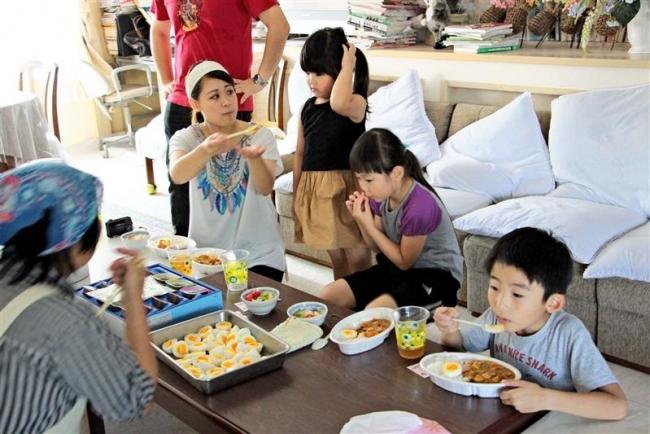 士幌で「子ども食堂」 夏休みの子どもらが食事