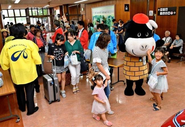 名古屋線の運航スタート 初便の161人歓迎