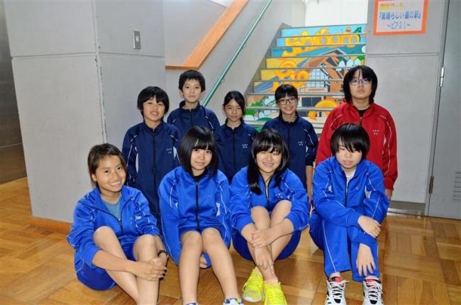 士幌中央中に美術部誕生 校内階段にアート制作