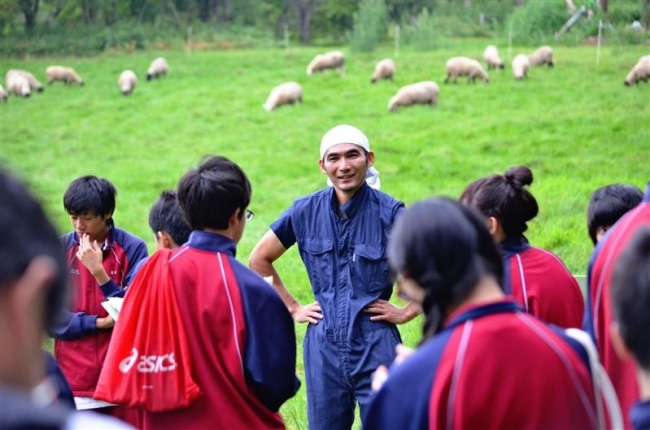 授業通し地元に関心 上士幌高「上士幌学」 羊牧場見学も