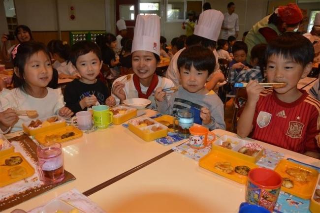 園児と調理学校生がイモだんごパーティー 帯広