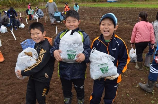 子どもたちがジャガイモ収穫 JA士幌町青年部アグリスクール