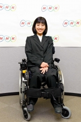 NHKの定例会見に登場し、笑顔を見せる千葉さん(NHK提供)