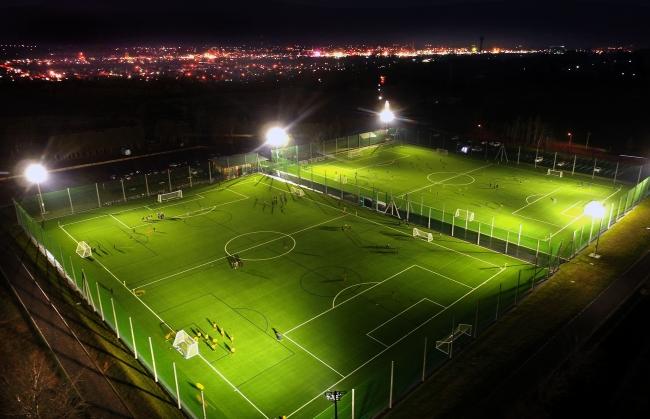 旬景~SORA PHOTO「人工芝 輝く緑 音更にサッカー場完成」