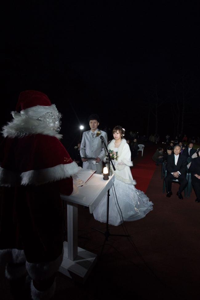 がんの父に晴れ姿 角田さん「結婚を実感」 有志団体主催 広尾 ツリー点灯式で挙式