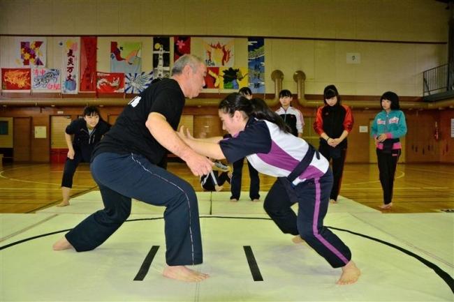 ゴシップ「矢後関に続け! 清川中で相撲授業」