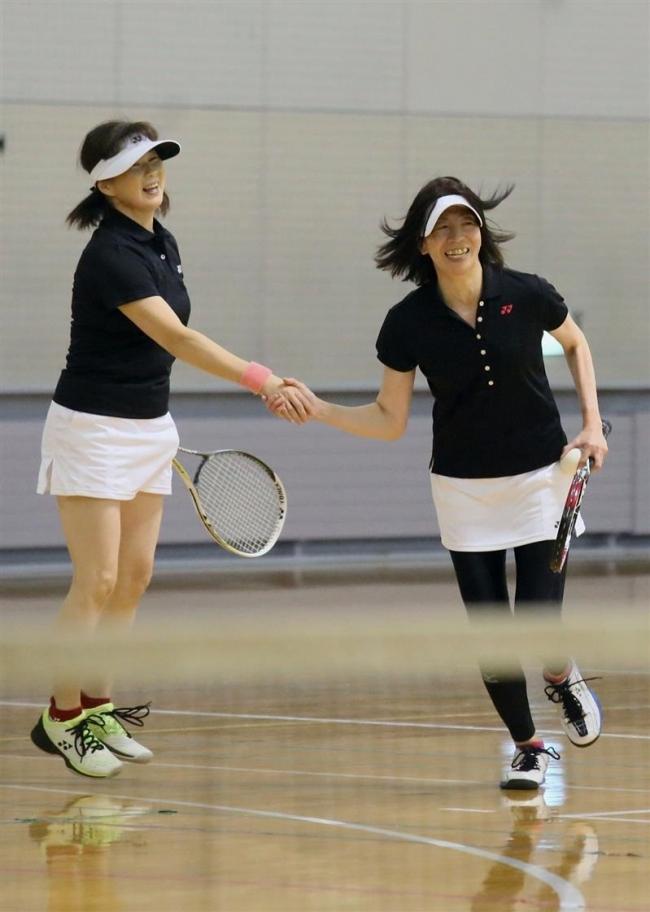 椎名・岡部組女子V ソフトテニス全十勝室内選手権