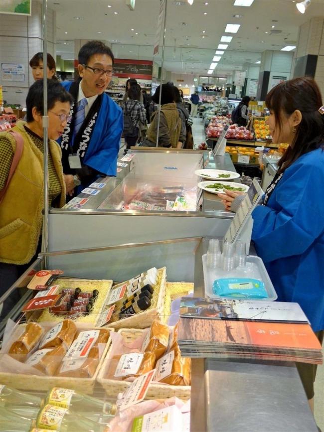 森田村長もPR 中札内村が川越市の百貨店で試食販売会