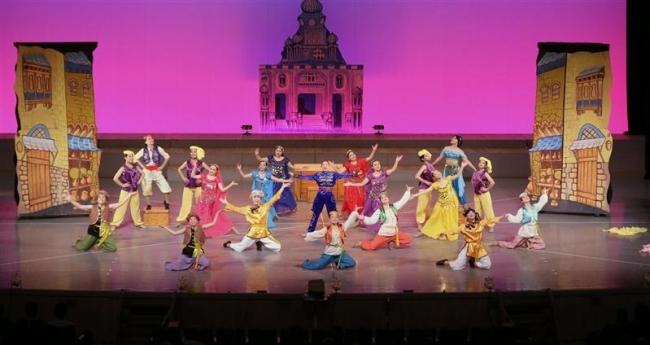 壮大で華やかステージを披露 本田バトンが30周年記念公演