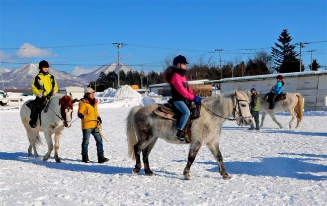 30人が初乗り楽しむ 鹿追・乗馬安全祈願祭