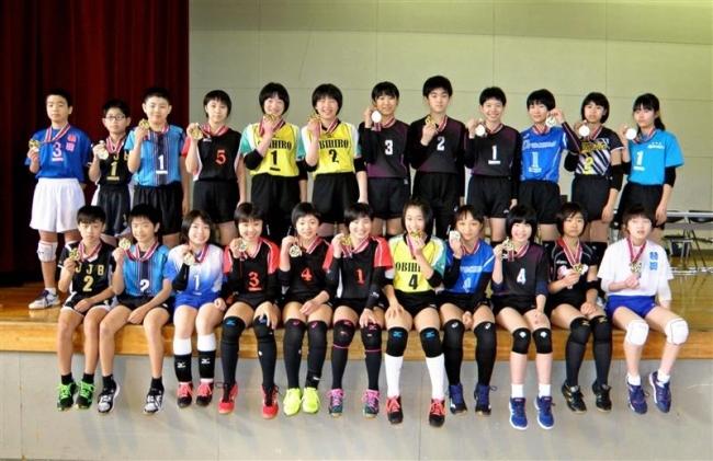 優秀選手の石井賞23人表彰帯広小学生バレーボール連盟