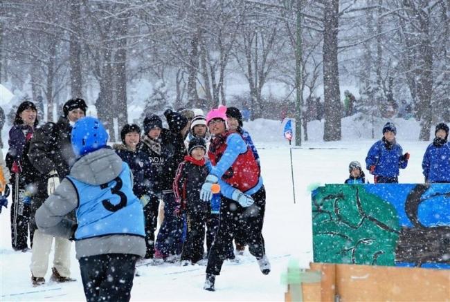 十勝こども雪合戦 雪上で熱い戦い