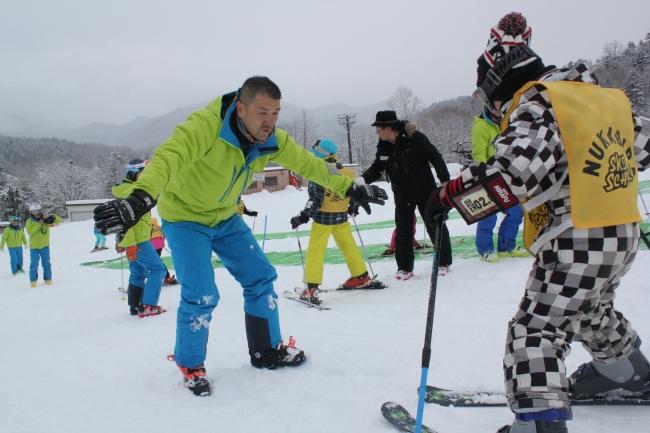 スキーの楽しさを伝授