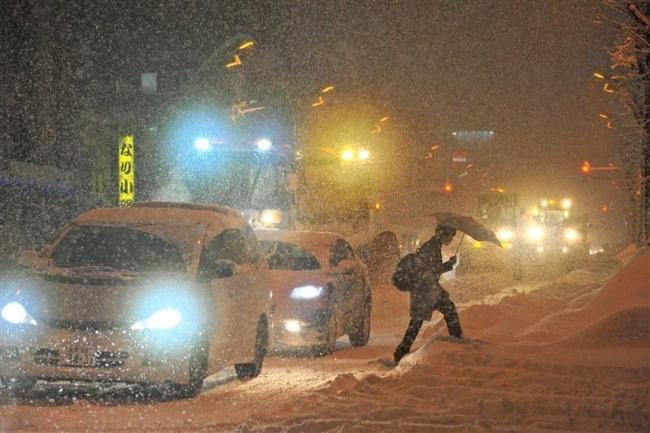 大雪で帯広市内で大渋滞 一部で交通まひ 事故相次ぐ