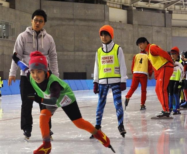 清水宏保さんら指導スケート&栄養教室に親子200人