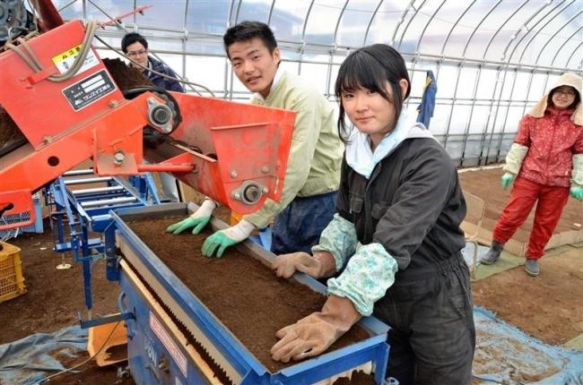 学生8人が農業体験 川西・大正でインターンシップ