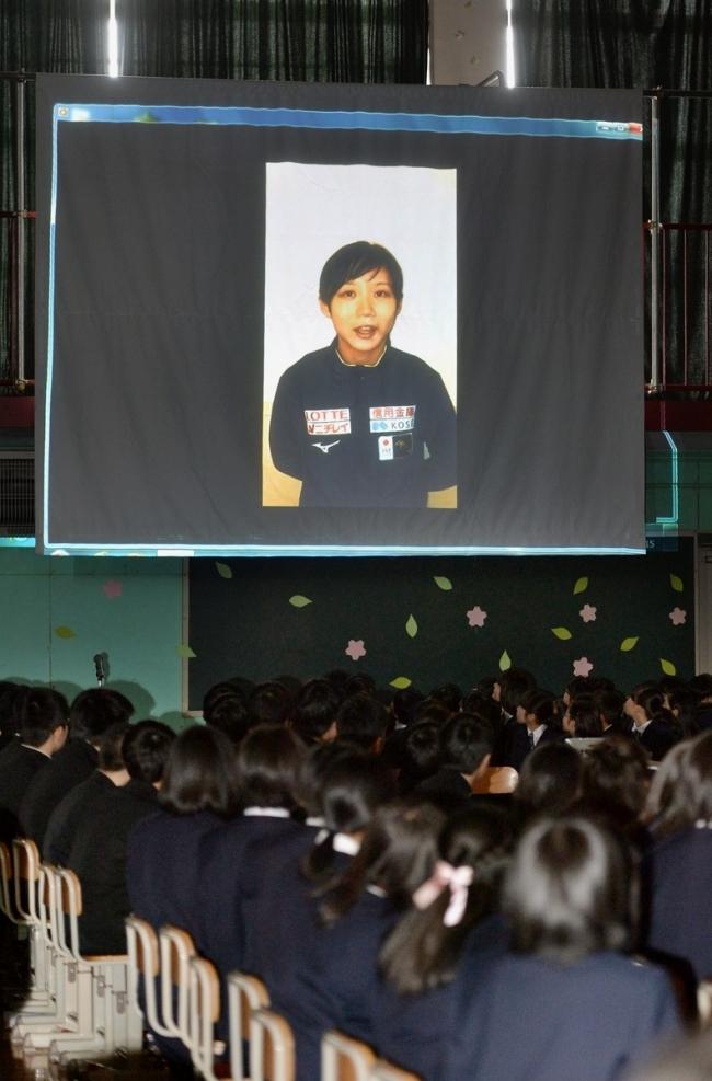幕別 札内中卒業式で高木姉妹からビデオメッセージ