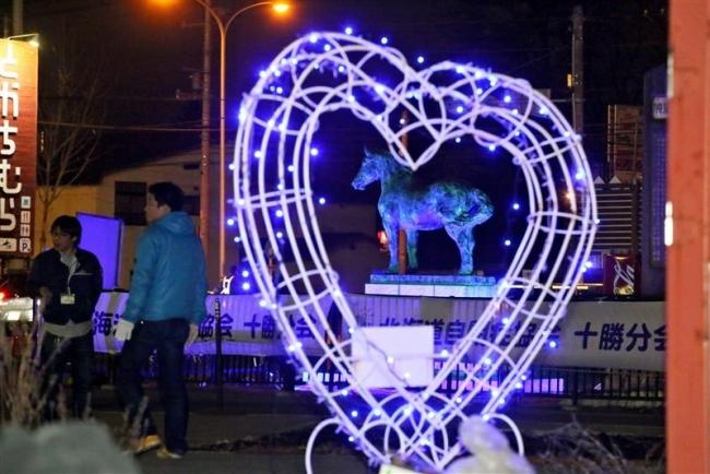 癒やしのブルー 道自閉症協会十勝分会がイレネー像の点灯式