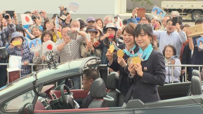高木姉妹凱旋パレード 沿道に祝福の人垣 幕別