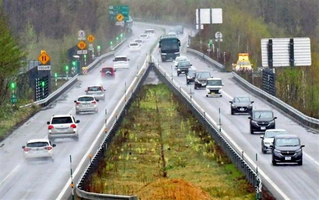 GW後半スタート 雨模様も道東道で渋滞