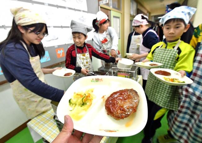 十勝和牛「お代わり」 市内小学校給食で初提供
