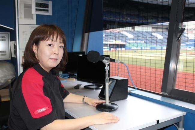 千葉ロッテウグイス嬢の谷保さん ホーム公式戦1500試合連続担当達成