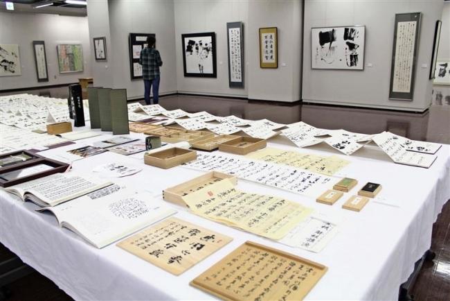 北海道を代表する書の大家・長沼透石さん遺墨展始まる
