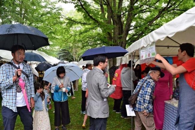 JICA 国際交流イベント 雨の中楽しむ