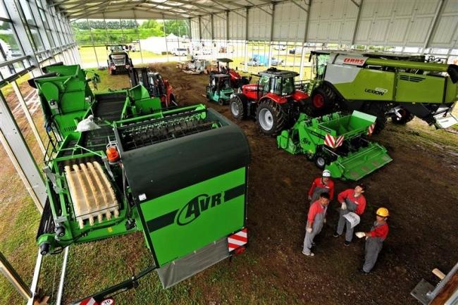 機械搬入や設営が本格化 国際農機展
