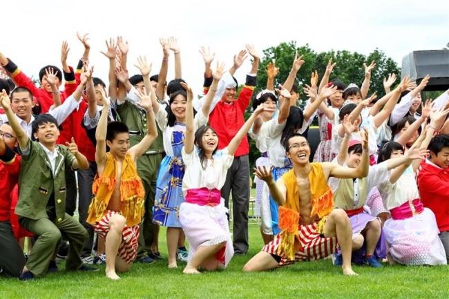 ダンスや寸劇で盛り上がる 帯緑陽高学校祭