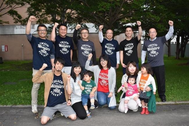 デザイナー青砥さんが「勝手に芽室応援Tシャツ」 観物協会で販売