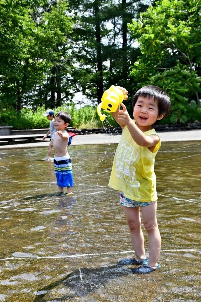 帯広4日連続真夏日 涼求め水辺に歓声