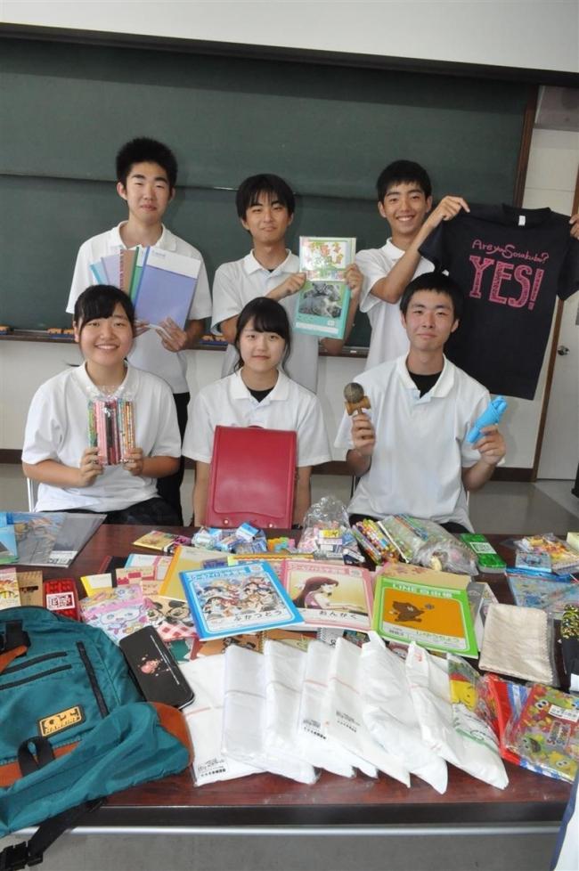 集めた物資とフィリピンへ 大谷高の下沢さん「青年ボランティア」参加