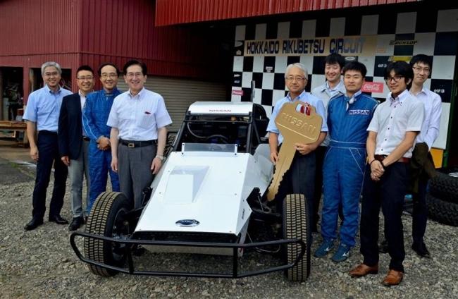 日産バギーカーを寄贈 陸別 試験場30年、開町100年機に