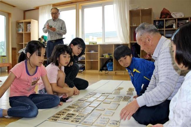 百人一首で交流 更別の学童保育所