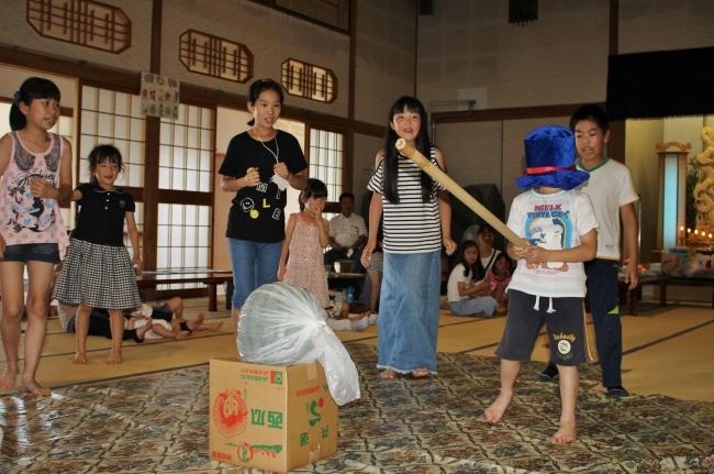 お寺で子ども歓声 清水・清泉寺