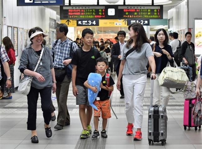 帰省ラッシュ始まる 帯広駅で家族ら出迎え
