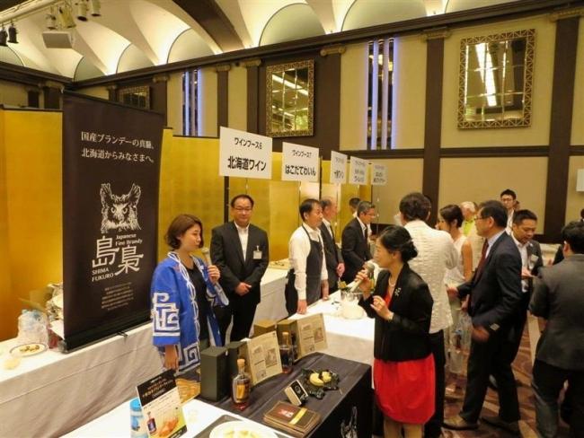 振興局が十勝ワイン、チーズをPR 大阪でワインの夕べ