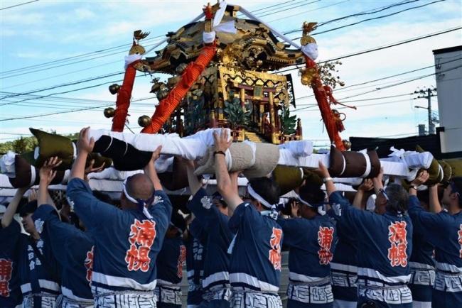 勇壮に夏季みこし祭り 浦幌
