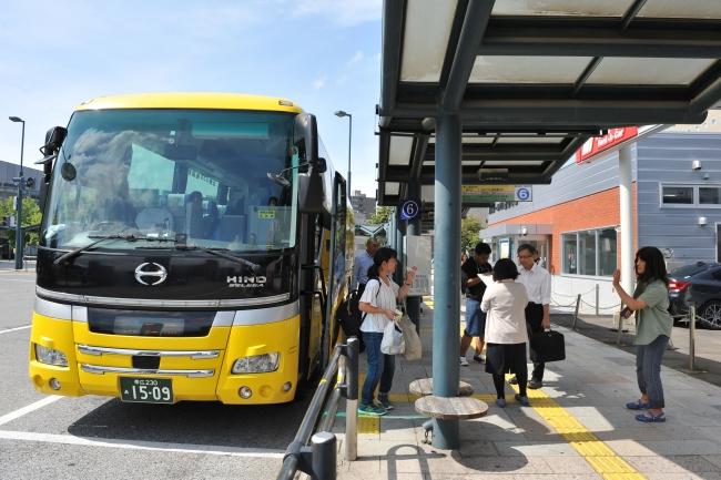 バス路線が再開 交通網が徐々に回復