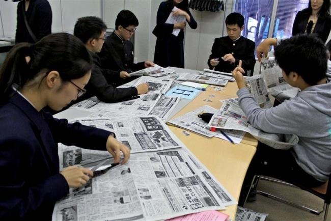 高校図書局員 楽しみながら新聞切り抜きコラージュ川柳
